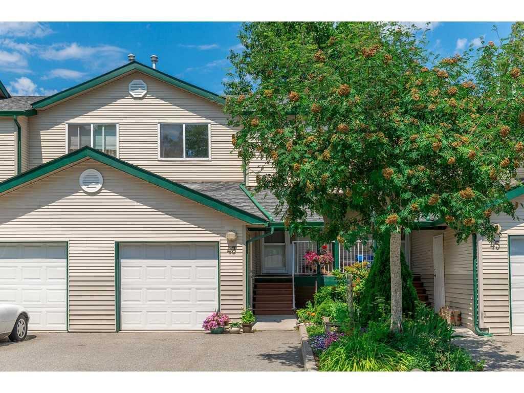 "Main Photo: 43 39920 GOVERNMENT Road in Squamish: Garibaldi Estates Townhouse for sale in ""SHANNON ESTATES"" : MLS®# R2283291"