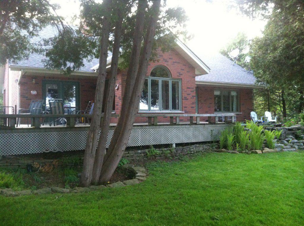 Main Photo: 100 Pinewood Boulevard in Kawartha Lakes: Freehold for sale
