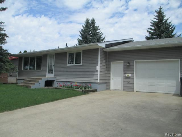 Main Photo: 320 4th Avenue Southwest in DAUPHIN: Manitoba Other Residential for sale : MLS®# 1412304
