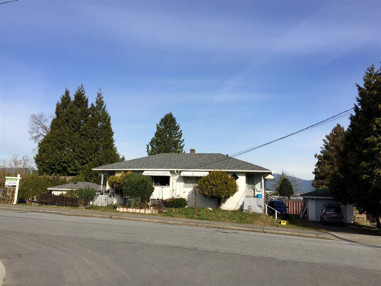 Main Photo: 4561 SARDIS Street in Burnaby: Forest Glen BS House for sale (Burnaby South)  : MLS®# R2038551