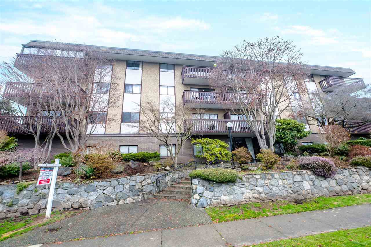 """Main Photo: 306 120 E 4TH Street in North Vancouver: Lower Lonsdale Condo for sale in """"Excelsior House"""" : MLS®# R2071257"""