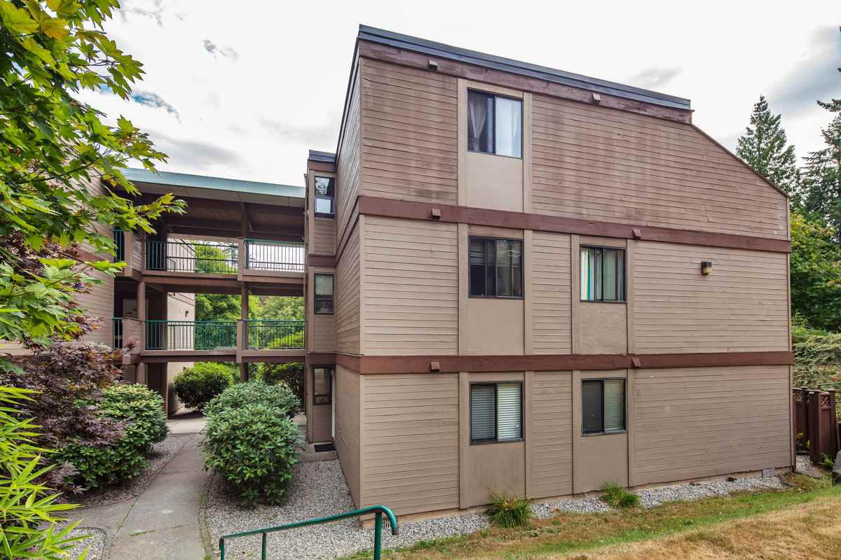 """Main Photo: 102 9143 SATURNA Drive in Burnaby: Simon Fraser Hills Townhouse for sale in """"MOUNTAINWOOD"""" (Burnaby North)  : MLS®# R2197543"""