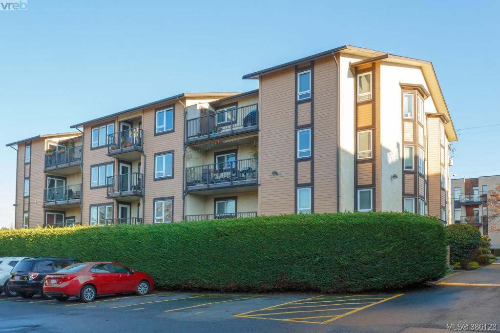 Main Photo: 106 3258 Alder Street in VICTORIA: SE Quadra Condo Apartment for sale (Saanich East)  : MLS®# 386128