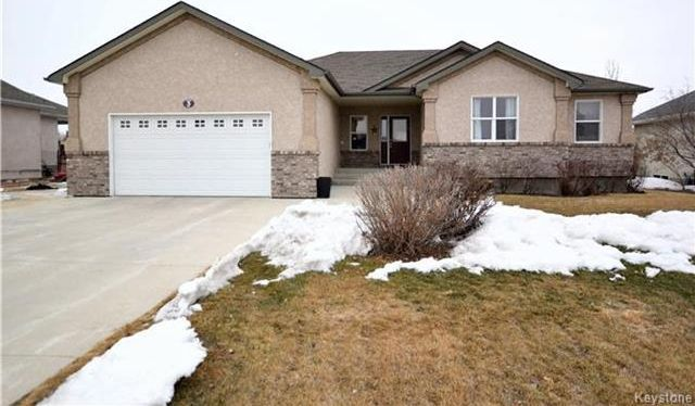 Main Photo: 3 Tyler Bay: Oakbank Residential for sale (R04)  : MLS®# 1808089