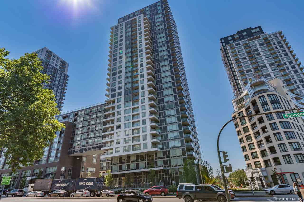 "Main Photo: 1156 5515 BOUNDARY Road in Vancouver: Collingwood VE Condo for sale in ""WALL CENTRE CENTRAL PARK - NORTH"" (Vancouver East)  : MLS®# R2291552"
