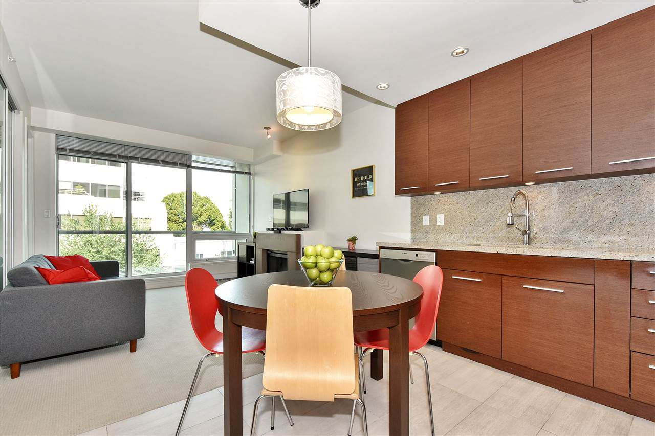 Main Photo: 309 2528 MAPLE Street in Vancouver: Kitsilano Condo for sale in