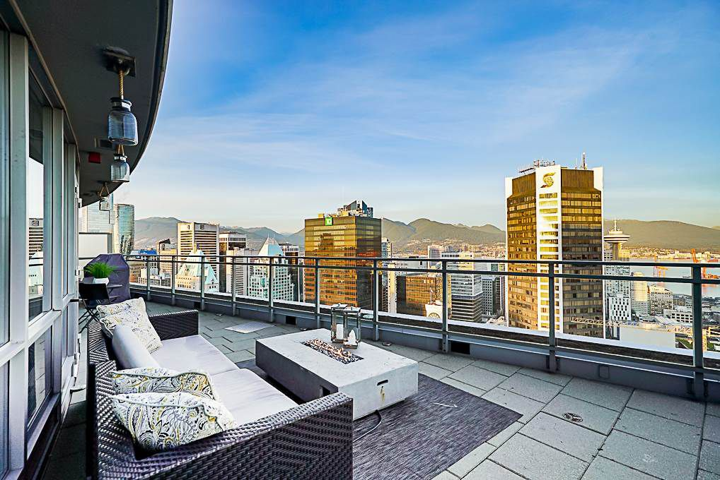 "Main Photo: 3706 833 SEYMOUR Street in Vancouver: Downtown VW Condo for sale in ""CAPITOL RESIDENCES"" (Vancouver West)  : MLS®# R2335417"