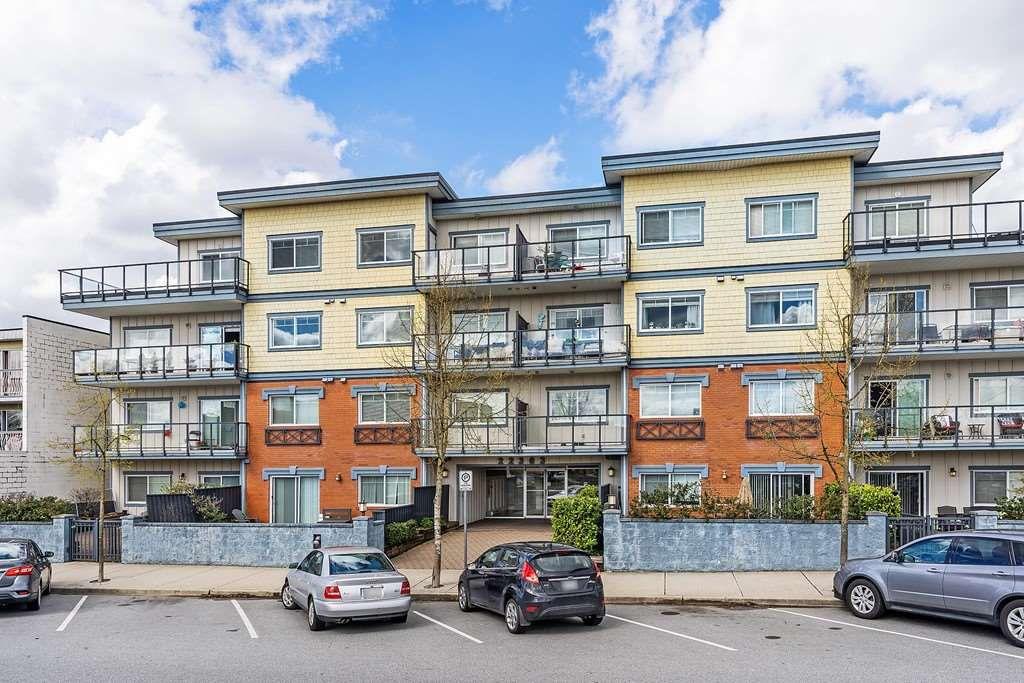 "Main Photo: 203 22363 SELKIRK Avenue in Maple Ridge: West Central Condo for sale in ""CENTRO"" : MLS®# R2354441"
