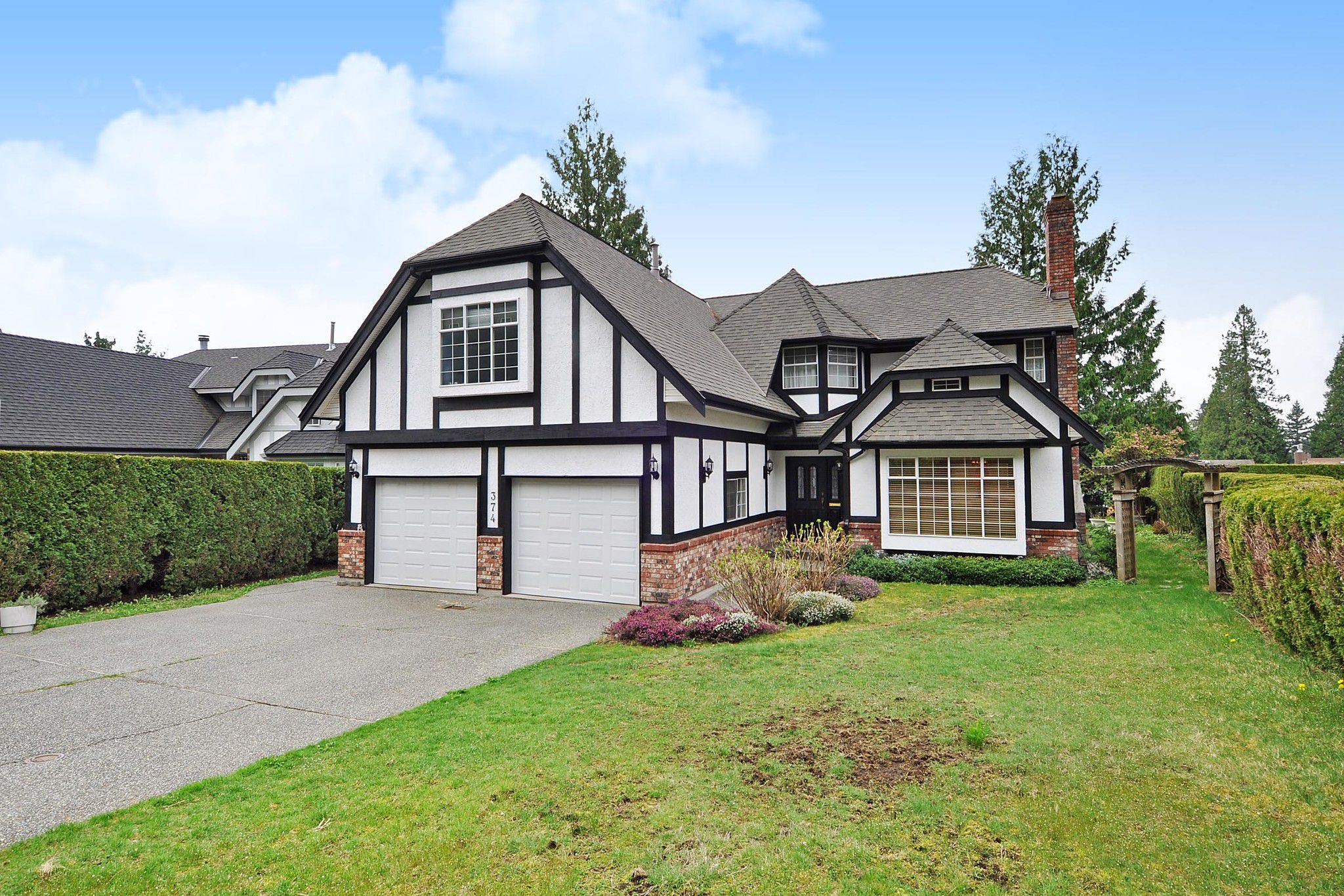 Main Photo: 374 BALFOUR Drive in Coquitlam: Coquitlam East House for sale : MLS®# R2357437