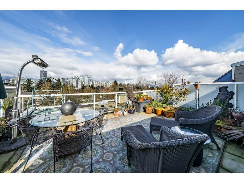 """Main Photo: A4 1100 WEST 6TH Avenue in Vancouver: Fairview VW Townhouse for sale in """"Fairview Place"""" (Vancouver West)  : MLS®# R2358007"""