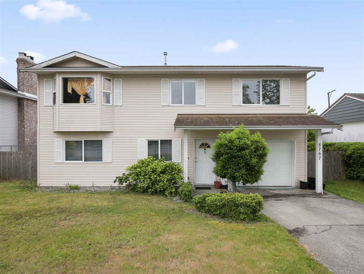 Main Photo: 5767 DOLPHIN Street in Sechelt: Sechelt District House for sale (Sunshine Coast)  : MLS®# R2371016