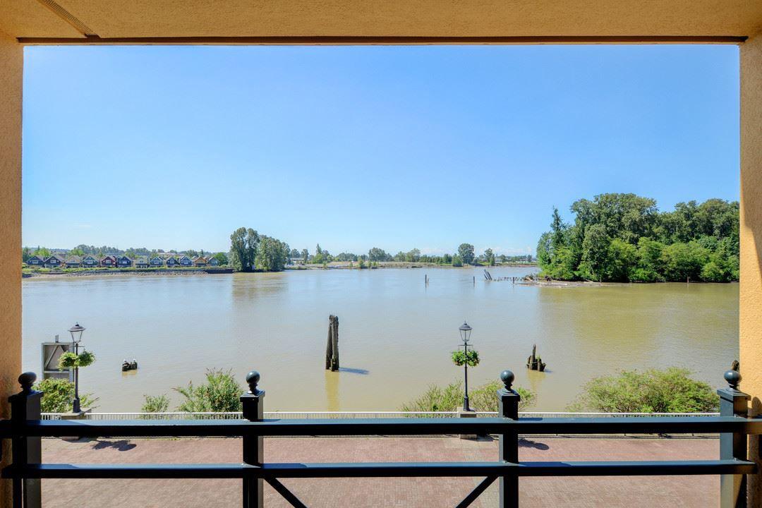 "Main Photo: 313 3 RIALTO Court in New Westminster: Quay Condo for sale in ""The Rialto"" : MLS®# R2372127"