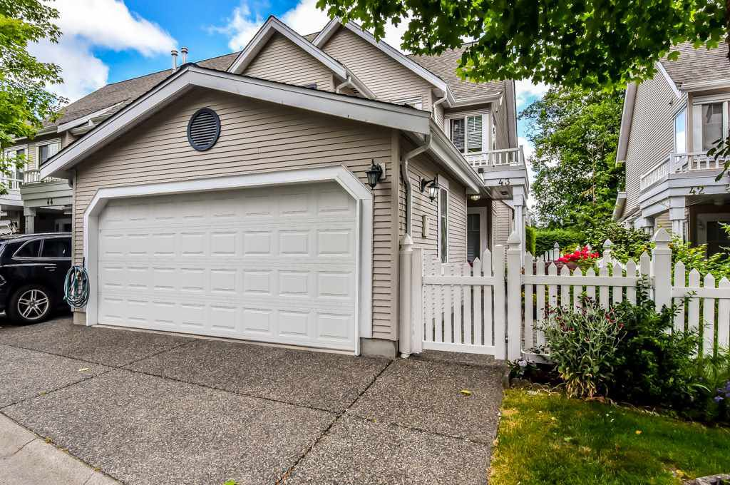 """Main Photo: 43 13499 92 Avenue in Surrey: Queen Mary Park Surrey Townhouse for sale in """"Chatham Lane"""" : MLS®# R2381176"""