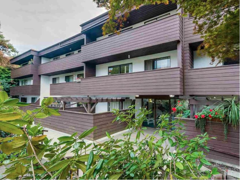 """Main Photo: 204 341 W 3RD Street in North Vancouver: Lower Lonsdale Condo for sale in """"Lisa Placd"""" : MLS®# R2012952"""
