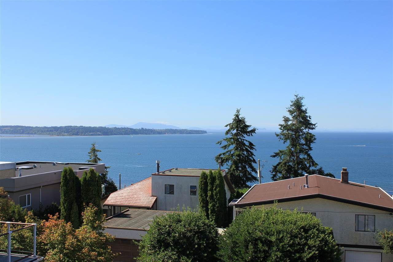 Main Photo: 15360 ROYAL Avenue: White Rock House for sale (South Surrey White Rock)  : MLS®# R2115146