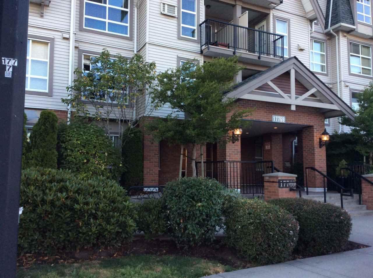 "Main Photo: 112 17769 57 Avenue in Surrey: Cloverdale BC Condo for sale in ""CLOVERDOWNS ESTATE"" (Cloverdale)  : MLS®# R2192961"