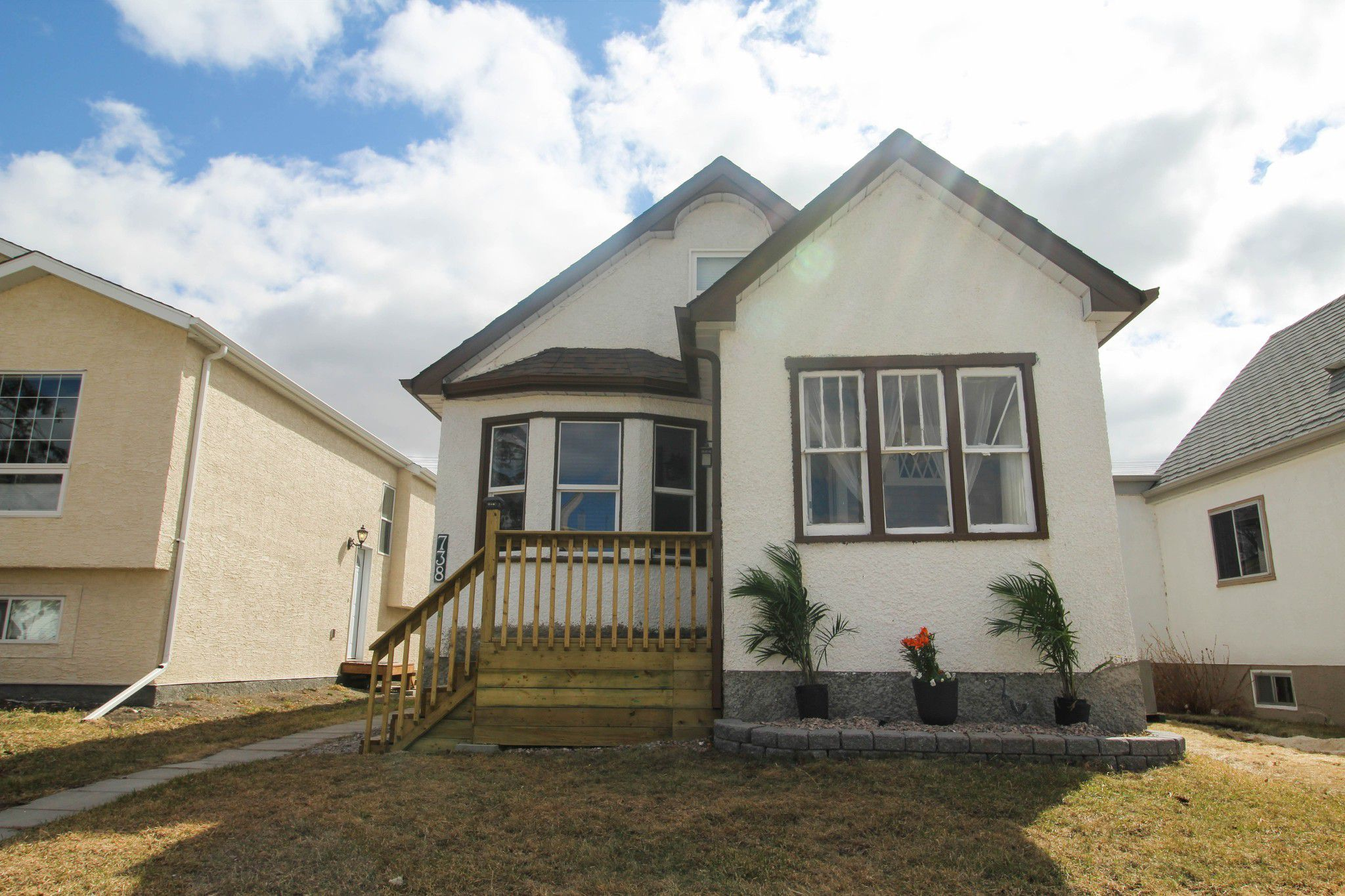 Main Photo: 738 McCalman Avenue Winnipeg Home For Sale