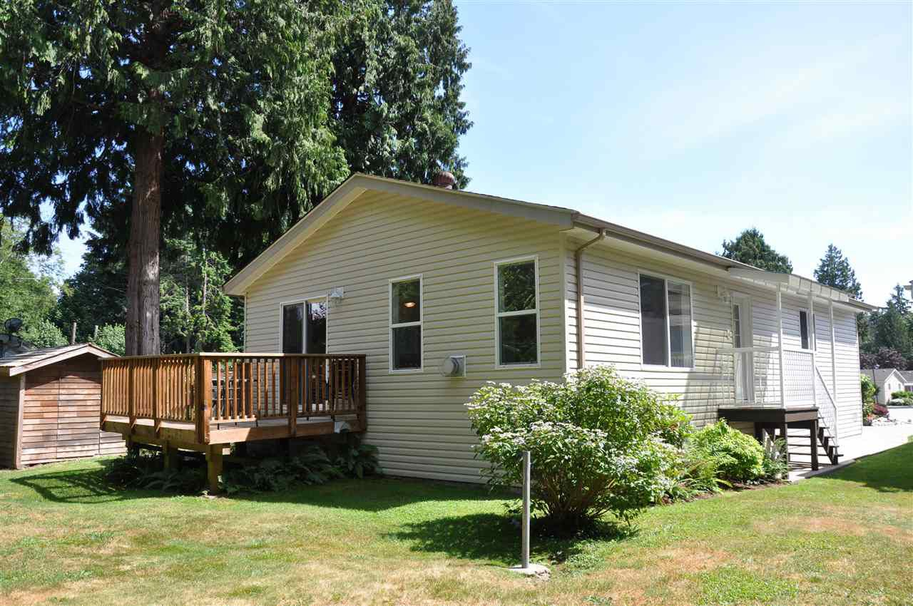 "Main Photo: 110 4510 SUNSHINE COAST Highway in Sechelt: Sechelt District Manufactured Home for sale in ""The Newer Big Maples Mobile Community"" (Sunshine Coast)  : MLS®# R2383277"