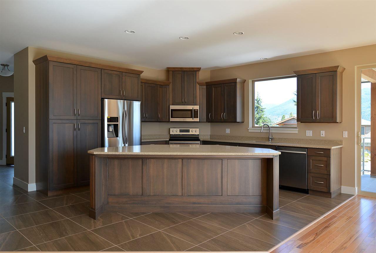 Photo 6: Photos: 5775 TURNSTONE Drive in Sechelt: Sechelt District House for sale (Sunshine Coast)  : MLS®# R2049846