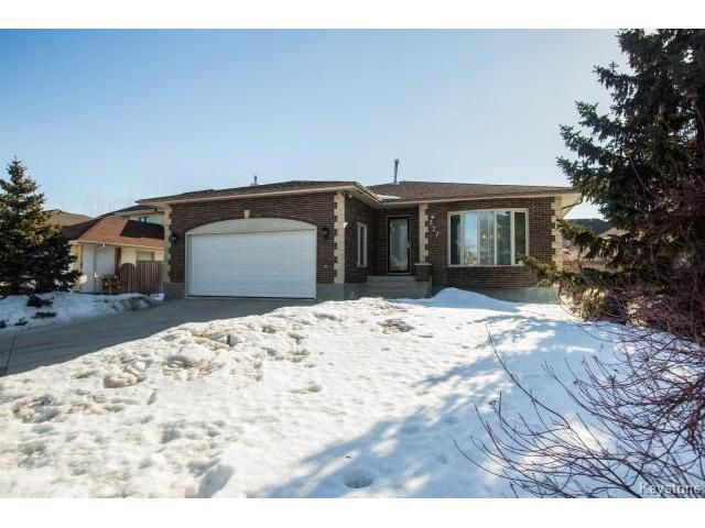 Great brick and curb appeal with nice long drive way and elevation!