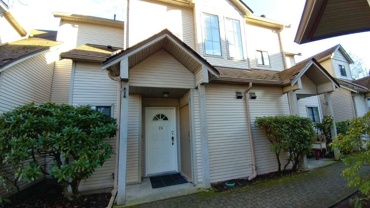 "Main Photo: 25 98 BEGIN Street in Coquitlam: Maillardville Townhouse for sale in ""LE PARC"" : MLS®# R2143741"
