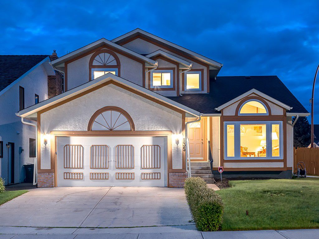 Main Photo: 135 Edgebank Circle NW in Calgary: Edgemont House for sale : MLS®# C4015186