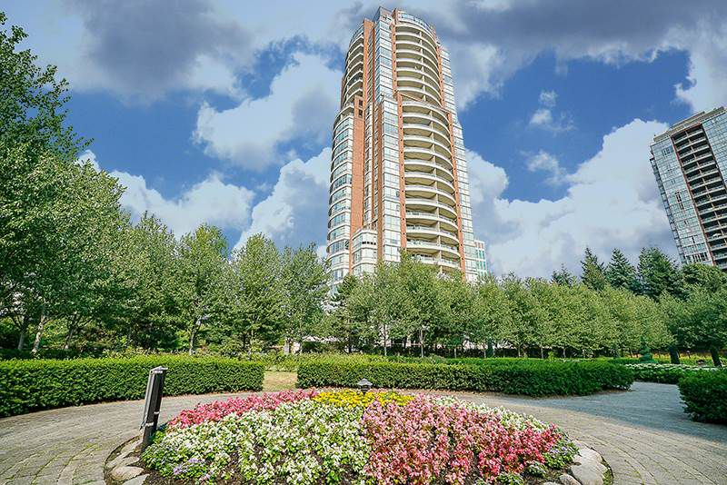 "Main Photo: 802 6838 STATION HILL Drive in Burnaby: South Slope Condo for sale in ""BELGRAVIA"" (Burnaby South)  : MLS®# R2196432"