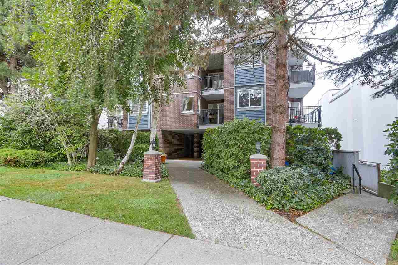 "Main Photo: 103 2239 W 1ST Avenue in Vancouver: Kitsilano Condo for sale in ""OCEAN GARDENS"" (Vancouver West)  : MLS®# R2208843"
