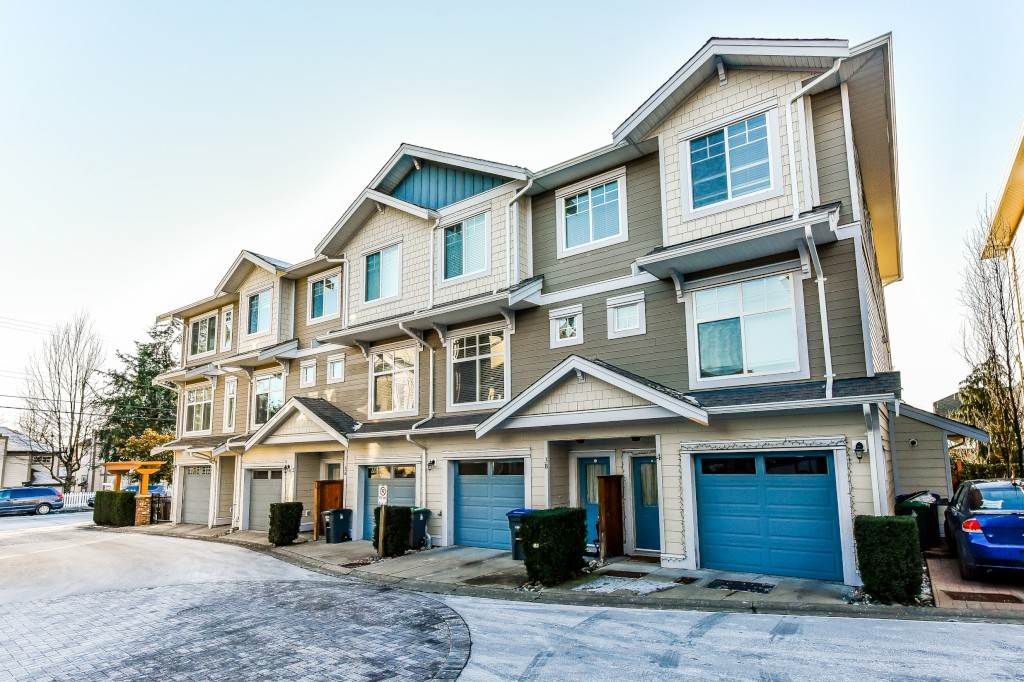 Main Photo: 4 16355 82 Avenue in Surrey: Fleetwood Tynehead Townhouse for sale : MLS®# R2338928