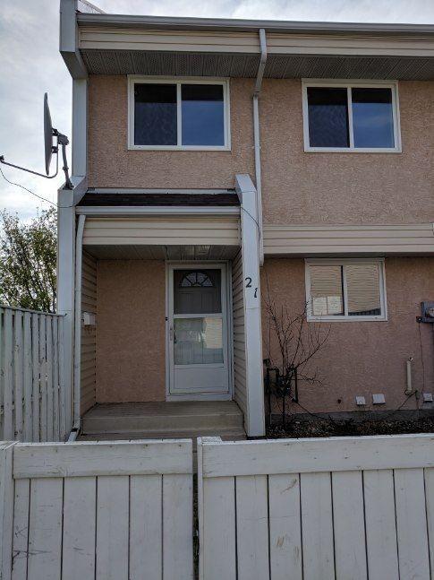 Main Photo:  in Edmonton: Zone 27 Townhouse for sale : MLS®# E4158228
