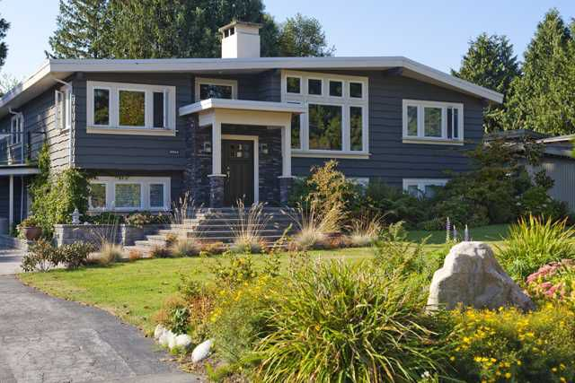 Main Photo: 5044 CLIFF Drive in Tsawwassen: Cliff Drive House for sale : MLS®# V906678