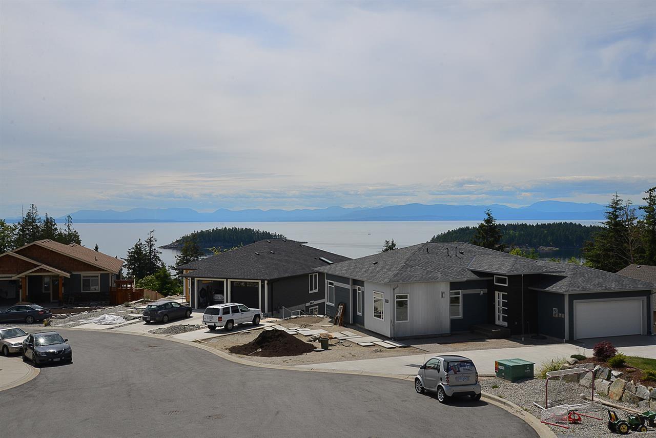 Photo 2: Photos: 6400 HIGGS Crescent in Sechelt: Sechelt District House for sale (Sunshine Coast)  : MLS®# R2072442