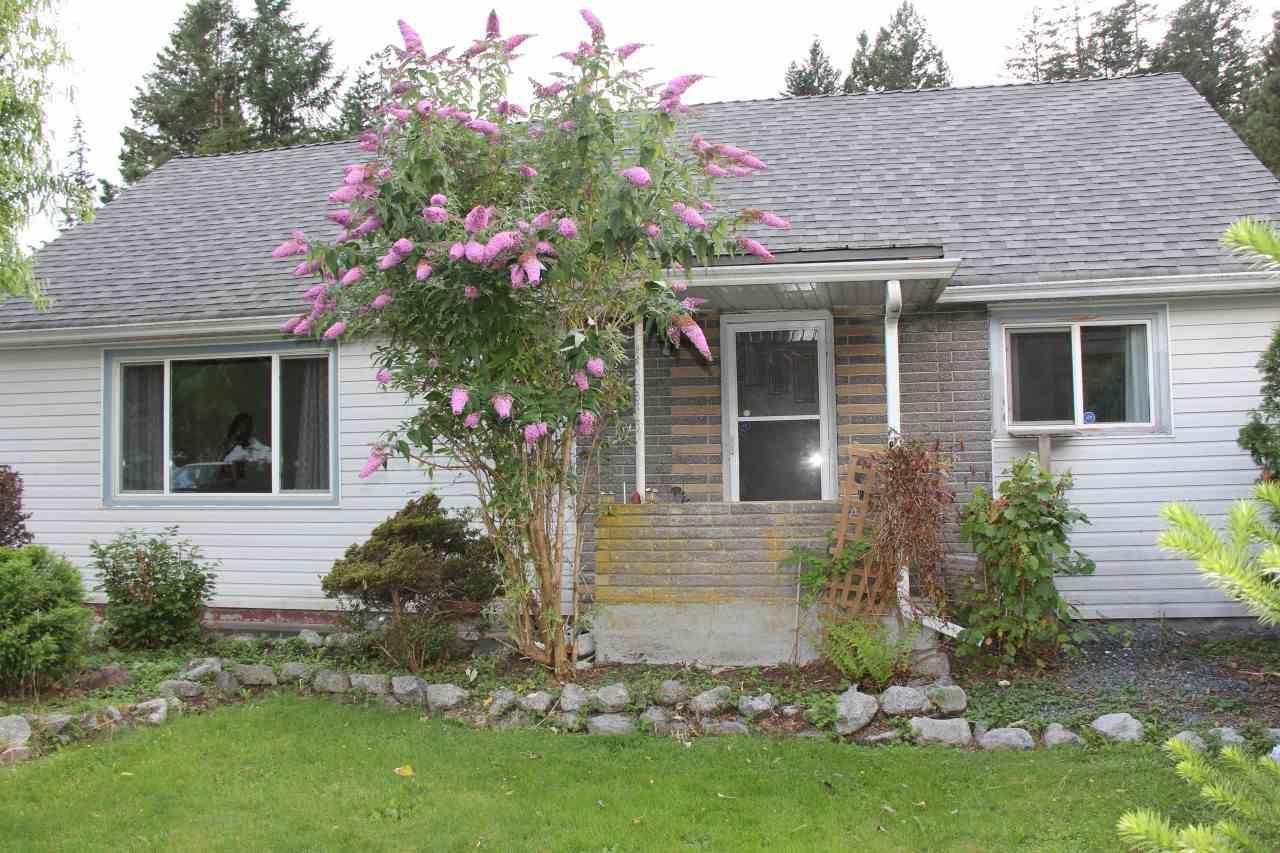 Main Photo: 574 FRASER Avenue in Hope: Hope Center House for sale : MLS®# R2089650