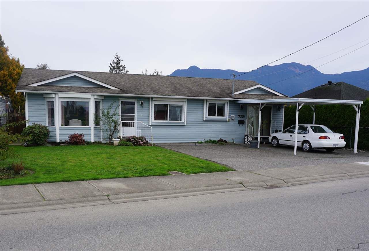 Main Photo: 7029 MCDONALD Road: Agassiz House for sale : MLS®# R2120672