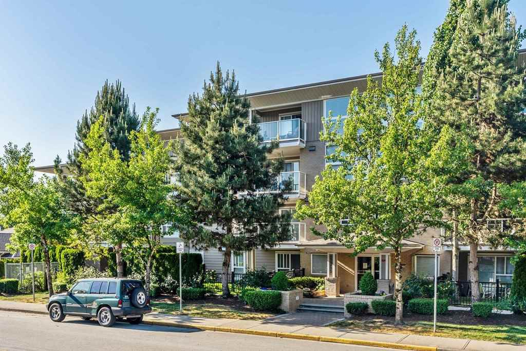 "Main Photo: 109 22255 122 Avenue in Maple Ridge: West Central Condo for sale in ""MAGNOLIA GATE"" : MLS®# R2272344"