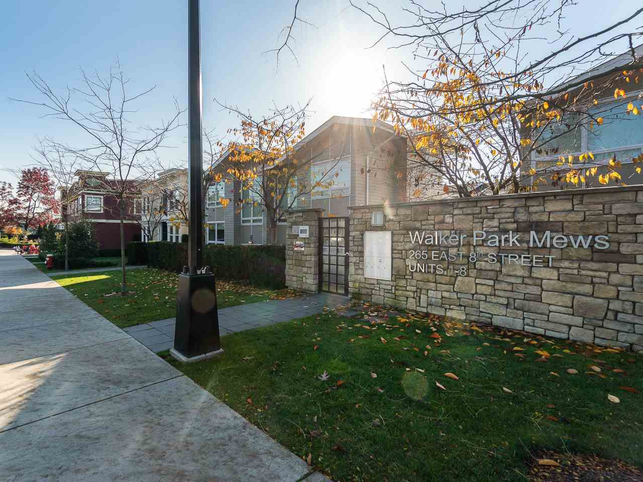 """Main Photo: 7 265 E 8TH Street in North Vancouver: Central Lonsdale Townhouse for sale in """"Walker Park Mews"""" : MLS®# R2322419"""