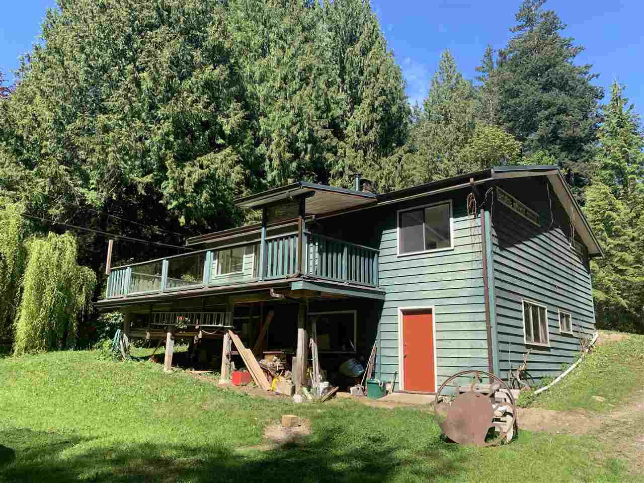 Main Photo: 884/898 CONRAD Road in Gibsons: Roberts Creek House for sale (Sunshine Coast)  : MLS®# R2366943