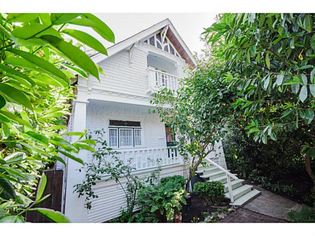 """Main Photo: 284 E 18TH Avenue in Vancouver: Main House for sale in """"Main Street"""" (Vancouver East)  : MLS®# V1068280"""