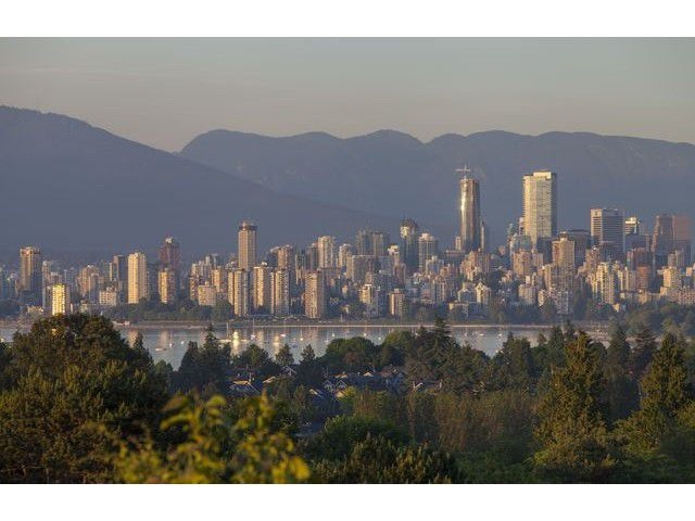 """Main Photo: 4216 W 8TH Avenue in Vancouver: Point Grey House for sale in """"POINT GREY"""" (Vancouver West)  : MLS®# V1125944"""