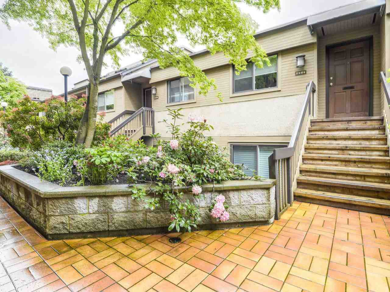 """Main Photo: 2264 ALDER Street in Vancouver: Fairview VW Townhouse for sale in """"Marina Place"""" (Vancouver West)  : MLS®# R2163720"""