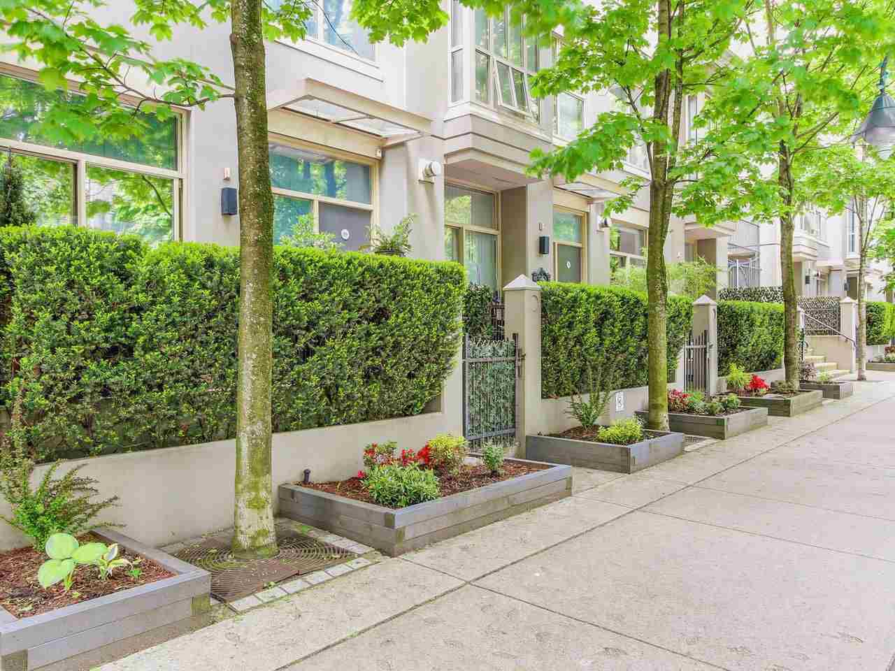 """Main Photo: 985 RICHARDS Street in Vancouver: Downtown VW Townhouse for sale in """"Mondrian"""" (Vancouver West)  : MLS®# R2169076"""