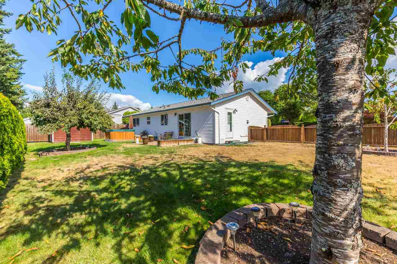 Main Photo: 5609 CURTIS Place in Sechelt: Sechelt District House for sale (Sunshine Coast)  : MLS®# R2205759