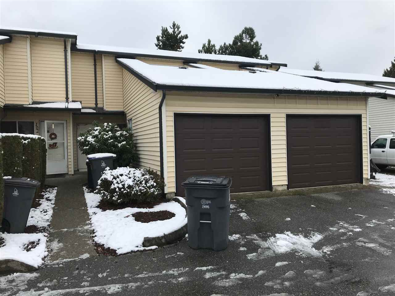 """Main Photo: 103 15519 87A Avenue in Surrey: Fleetwood Tynehead Townhouse for sale in """"Evergreen Estates"""" : MLS®# R2229376"""