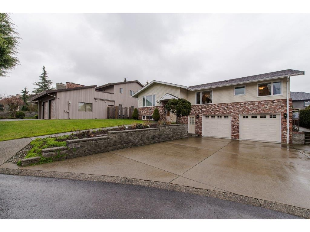 Main Photo: 2462 SUNNYSIDE View in Abbotsford: Abbotsford West House for sale : MLS®# R2237081