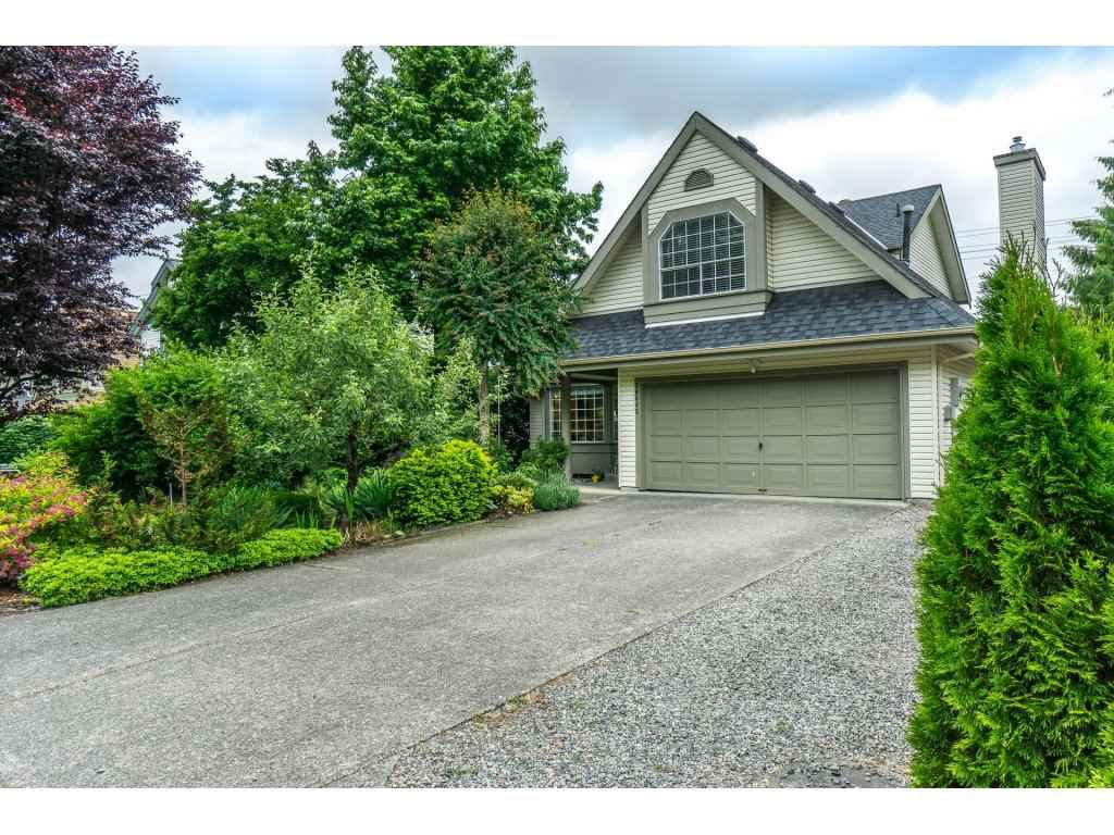 Main Photo: 20845 94B Avenue in Langley: Walnut Grove House for sale : MLS®# R2278608