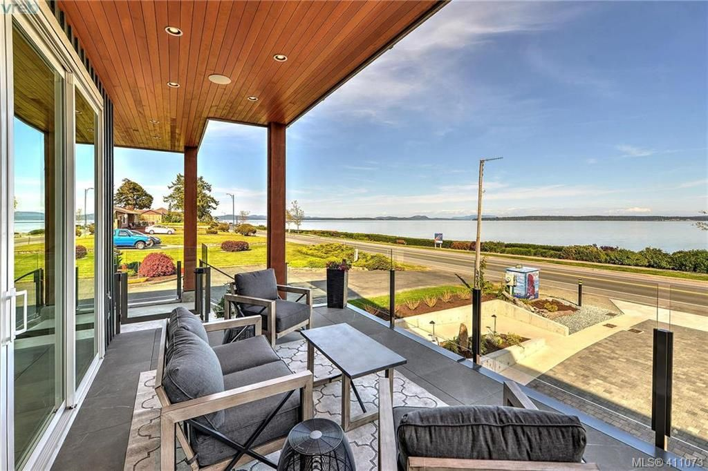 Huge 21x12 covered ocean view deck for fantastic outdoor living