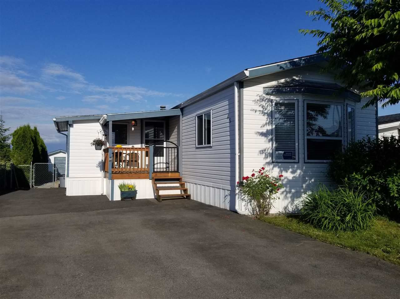 """Main Photo: 45 41168 LOUGHEED Highway in Mission: Dewdney Deroche Manufactured Home for sale in """"OASIS COUNTRY ESTATES"""" : MLS®# R2379860"""