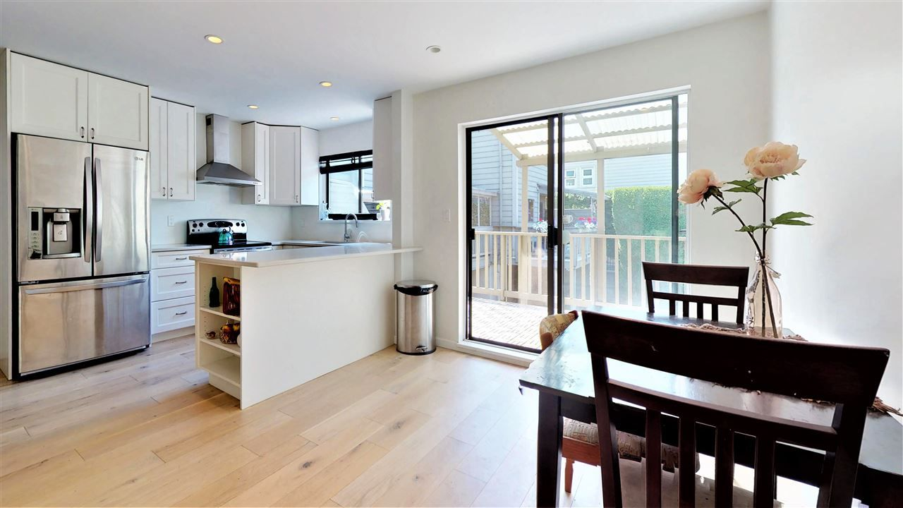 Main Photo: 307 ST. ANDREWS Avenue in North Vancouver: Lower Lonsdale Townhouse for sale : MLS®# R2383124
