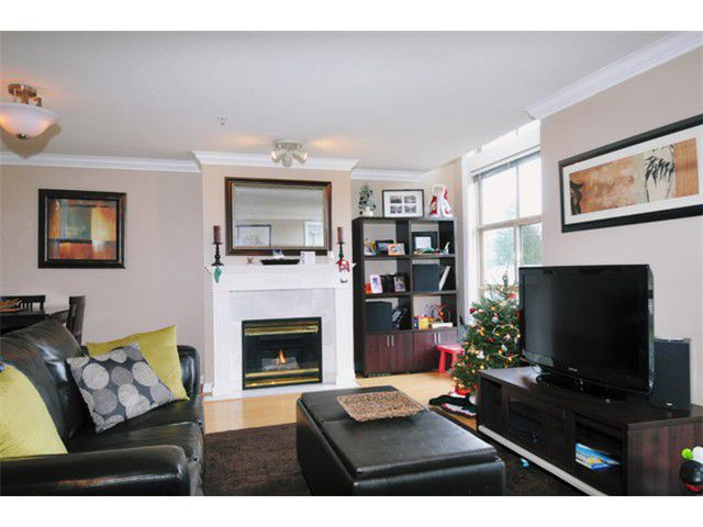 "Main Photo: 29 2378 RINDALL Avenue in Port Coquitlam: Central Pt Coquitlam Condo for sale in ""BRITTANY PARK"" : MLS®# V922637"