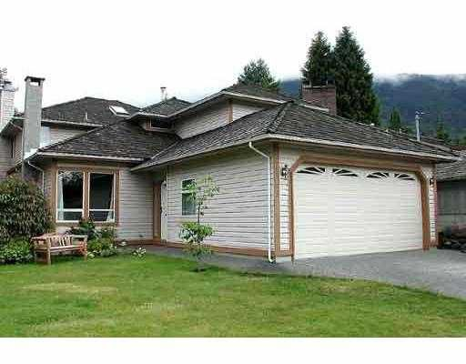 """Main Photo: 1068 CLEMENTS AV in North Vancouver: Canyon Heights NV House for sale in """"CANYON HEIGHTS"""" : MLS®# V589127"""